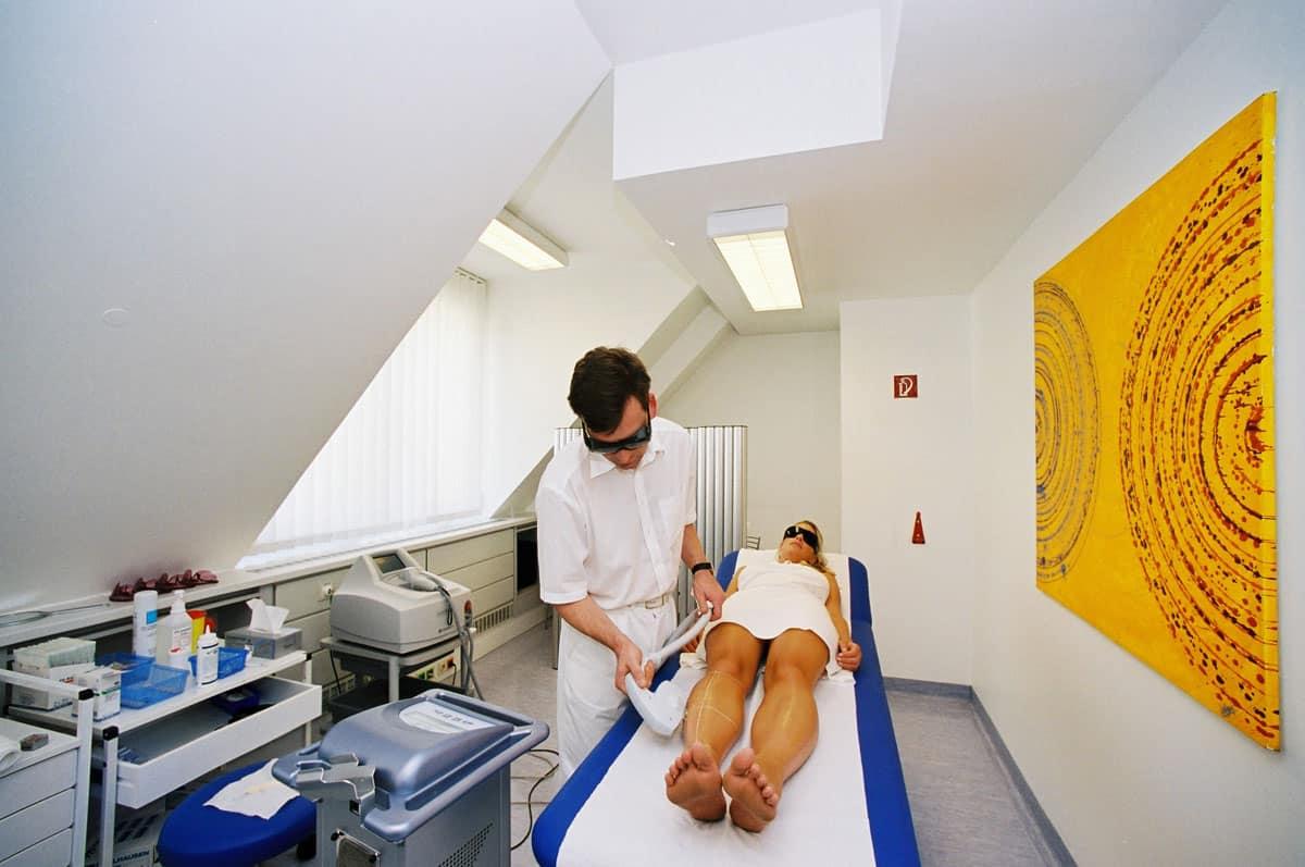 Während der dauerhaften Haarentfernung bei Aestomed Wien