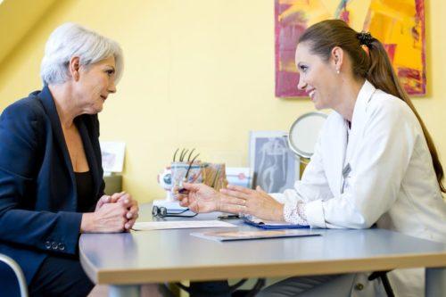 Ärztliches Beratungsgespräch mit Frau Dr. Zuzana Bauer bei Aestomed