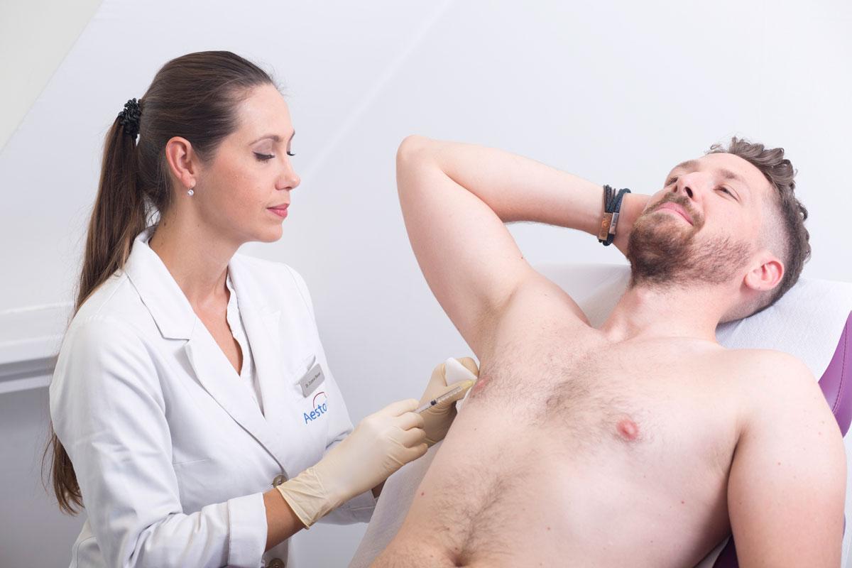 Dr. Bauer injiziert Botox gegen Schwitzen bei Aestomed Wien