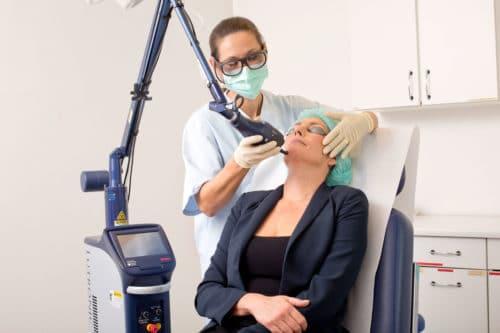 Behandlung mit dem eCO2 Plus fraktionierter CO2 Laser