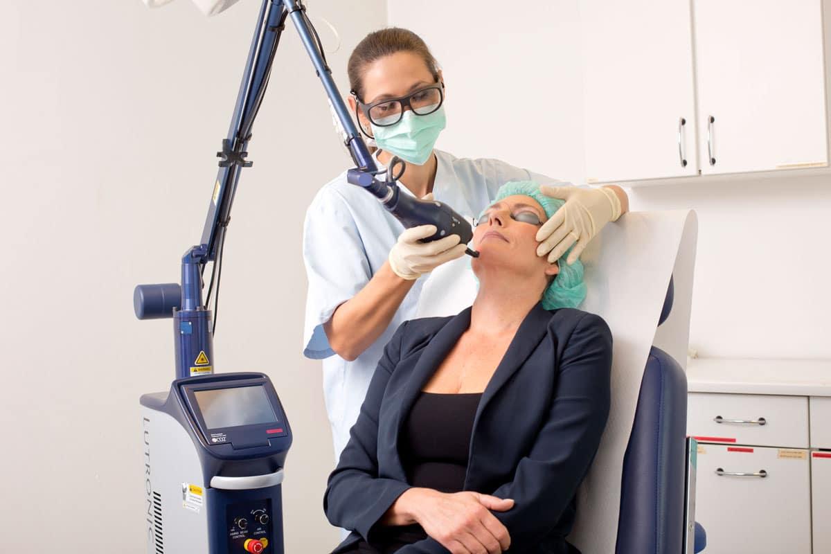 Behandlung mit dem eCO2 Plus fraktionierter CO2 Laser gegen Aknenarben
