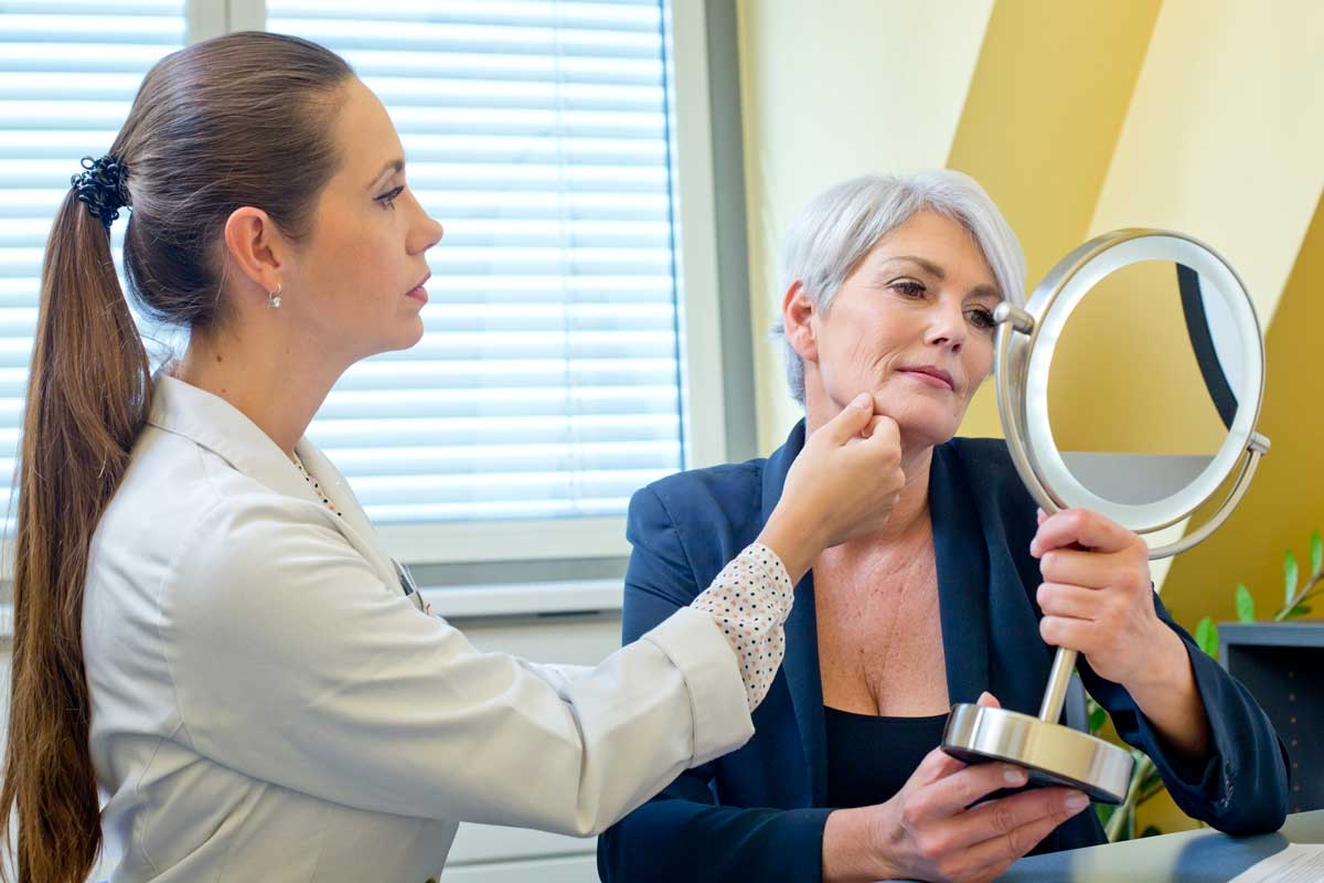 Frau ohne Couperose dank Behandlung bei Aestomed Wien